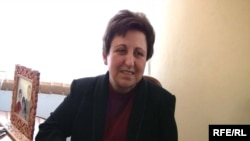 Armenia -- Iranian human rights campaigner Shirin Ebadi visit the Nubarashen prison in Yerevan, 7 April 2010.