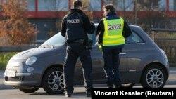 Немецкие и французские полицейские ведут совместное патрулирование на границе в районе Страсбурга