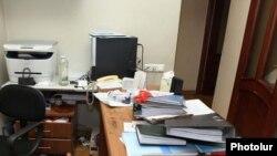 «Հանրապետություն» կուսակցության գրասենյակը հարձակումից հետո, Երեւան, 13-ը դեկտեմբերի, 2010թ.