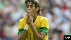 Fundașul Neymar într-un meci între Brazilia și Mexic pe Wembley, în 2012