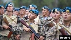 Казахстанские военнослужащие. Иллюстративное фото.