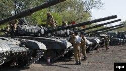 Танки пророссийских сепаратистов на полигоне в 75 километрах от Донецка, 29 сентября 2015 года.