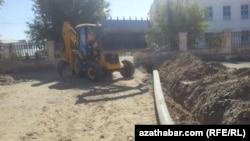 Suw geçiriji turbalar gazylyp çykarylýar, Türkmenistan