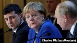 """Меркель на переговорах """"нормандской четверки"""""""