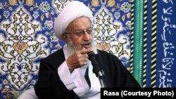 به اعتقاد این مرجع تقلید، استاندار سیستان و بلوچستان نیز «تعادل بین شیعه و سنی را برهم زده است».