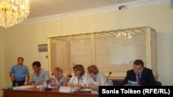 Айыпталушылардың адвокаттары. Ақтау, 16 тамыз, 2012 жыл. Көрнекі сурет