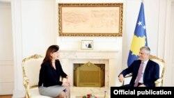 Presidenti i Kosovës, Hashim Thaçi dhe kryetarja e KQZ-së, Valdete Daka