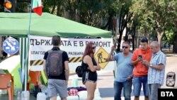 Палатковият лагер в центъра на Варна, както и тези в центъра на София, засега няма да бъдат вдигани