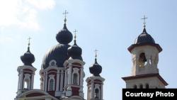Vedere a mânăstirii restaurate Curchi