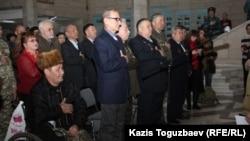 Совет-ауған соғысының 25 жылдығына арналған жиынға қатысушылар. Алматы, 5 ақпан 2014 жыл.