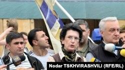 Сегодня вечером на пресс-конференции Нино Бурджанадзе сказала, что ее муж находится в Тбилиси