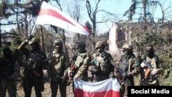 Білоруські добровольці, які воюють на сході України (фото з Facebook)