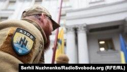 Одна з акцій протесту людей, які представляють себе ветеранами підрозділу спецназу «Азов» під стінами Міністерства закордонних справ. Київ, 28 жовтня 2019 року