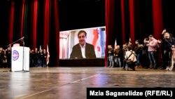 В своем видеообращении, которое транслировалось в зале филармонии, Михаил Саакашвили призвал соратников к продолжению борьбы