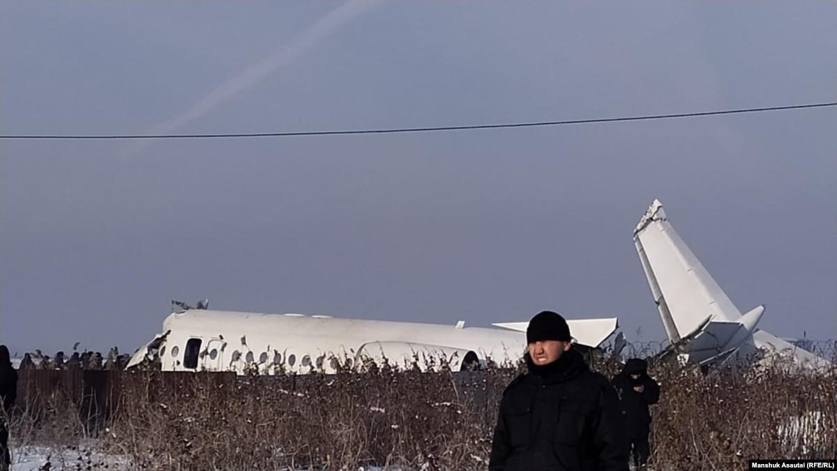 По меньшей мере 14 человек погибли в результате катастрофы самолета в Казахстане