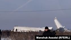 Фото з місця падіння літака в аеропорту Алмати, 27 грудня 2019 року