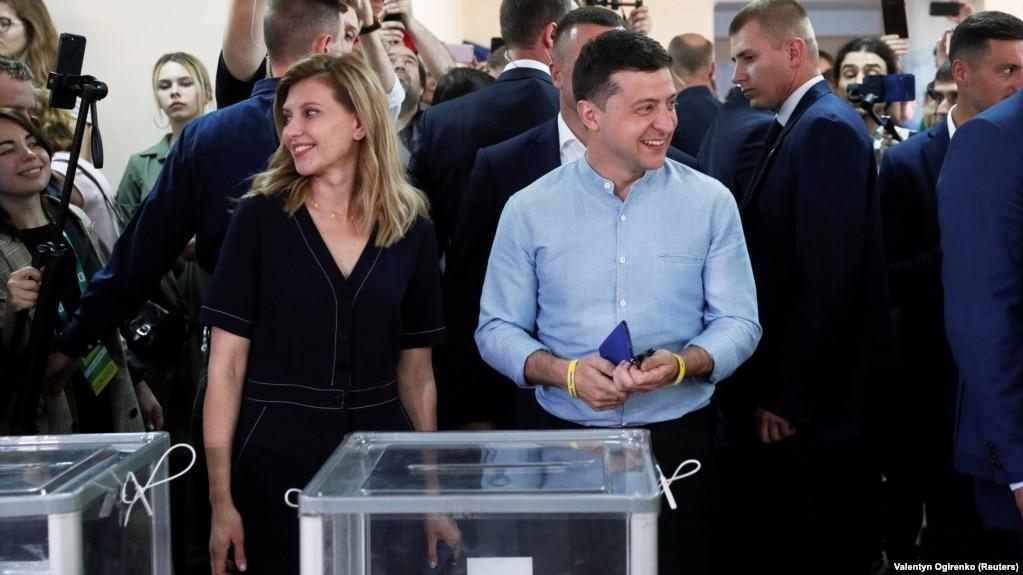 Владимир Зеленский голосует на выборах в Верховную раду