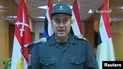 Представитель армии Египта зачитывает заявление Высшего военного совета