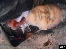 Тело генерального секретаря Коммунистической партии Румынии Николае Чаушеску сразу после казни. Бухарест, 25 декабря 2009 года.