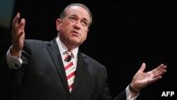 مایک هاکبی گفته است توافق اتمی با ایران، اسرائیلیها را به سوی در کوره میبرد