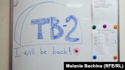 """""""Я вернусь!"""" - кто-то из сотрудников ТВ-2 оставил надпись на доске объявлений в редакции"""