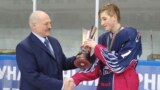 Аляксандар і Мікалай Лукашэнка на хакейным турніры «Алімпійскія надзеі».