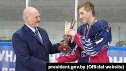 Аляксандар і Мікалай Лукашэнка на хакейным турніры «Алімпійскія надзеі», 2018