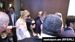 Kim Kardashian aeroportda