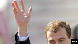 Некоторые эксперты считают, что президент Медведев не успел за месяц проявить себя