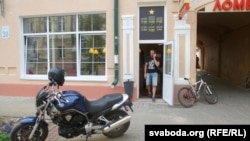 Кавярня на пешаходнай вуліцы Ленінскай. Уваход у яе