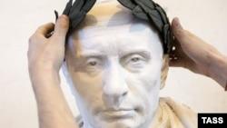 Бюст Владимира Путина в Санкт-Петербурге работы скульптора Павла Грешникова