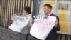 Гражданский активист Нурлан Карымшаков с женой Гульзаной Имаевой пикетируют посольство России в Кыргызстане. 27 марта 2019 года. Фото с facebook-страницы Карымшакова.