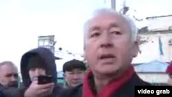 Председатель Союза журналистов Казахстана Сейтказы Матаев после выхода из тюрьмы. Поселок Заречный Алматинской области, 4 декабря 2017 года.