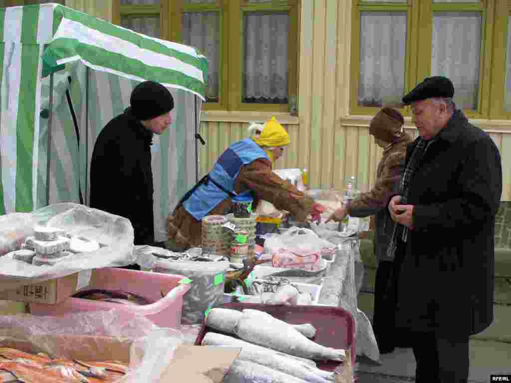 Буфет біля виборчої дільниці у Сімферополі