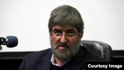 علی مطهری در دانشگاه شیراز (عکس: سایت شیرازه)