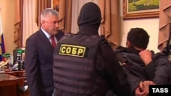 Orxan Zeynalovu qolubağlı nazir Vladimir Kolokoltsevin qarşısına çıxarıblar