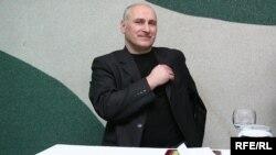 """Галоўны рэдактар часопіса """"Дзеяслоў"""" Барыс Пятровіч паабяцаў нечаканкі."""