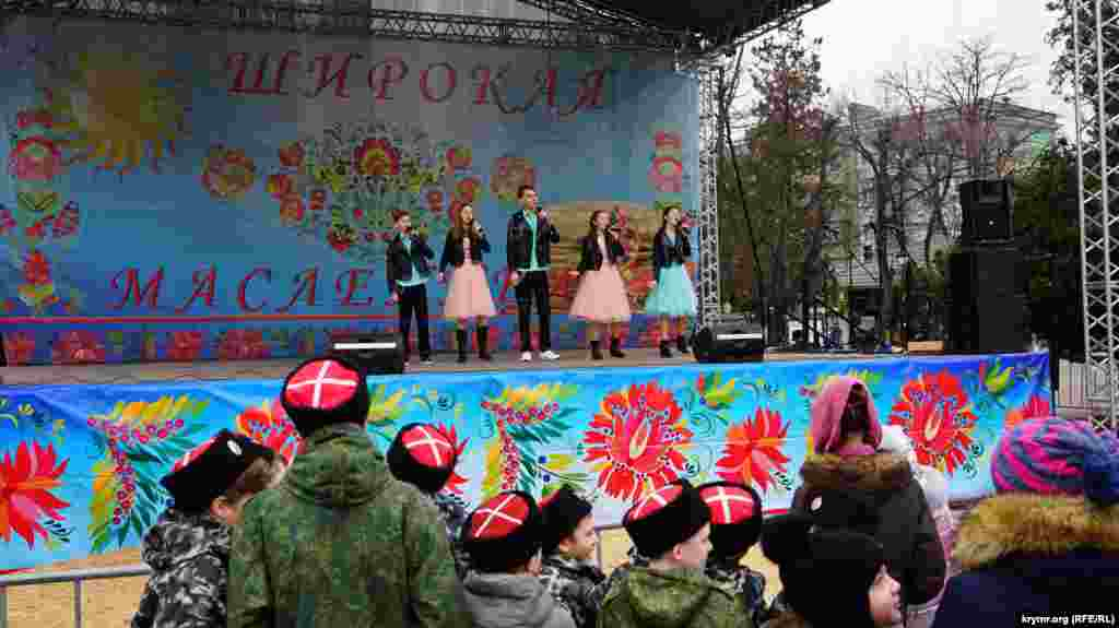 Дети из ансамбля «Петропавловская песня» представили свой «патриотический» репертуар