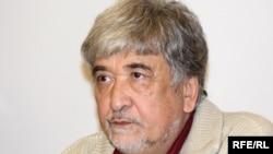 Сурат Икрамов основал Инициативную группу независимых правозащитников Узбекистана в 2002 году.