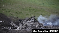 Обломки упавшего самолета. 3 мая 2013 года