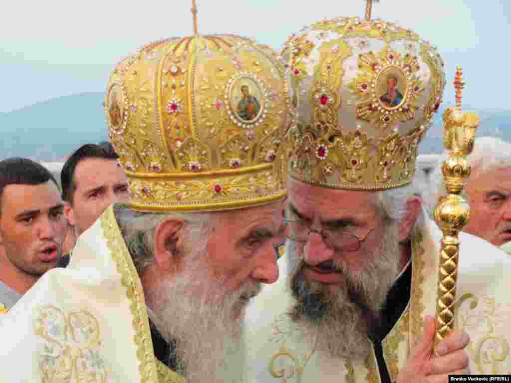 Сэрбія: патрыярх Ірыней асьвяціў 18-мэтровы Гергіеўскі крыж у горадзе Крагуевац