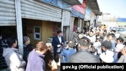 Премьер-министр Мухаммедкалый Абылгазиев 15-мартта Бишкектеги айрым базарларды, соода түйүндөрүн кыдырды.