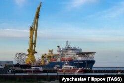 Российское трубоукладочное судно «Академик Черский» прибыло в немецкий порт Мукран для достройки «Северного потока-2». 30 мая 2020 года
