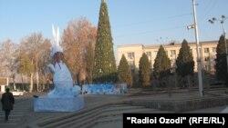 Арчаи солинавӣ дар маркази Душанбе, соли 2011.