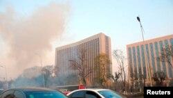 Клубы дыма рядом со штабом Компартии Китая. Тайюань, 6 ноября 2013 года.