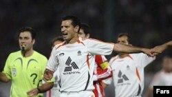 علی دایی نه تنها تیمش را در صدر جدول نگاه داشته، بلکه آقای گل لیگ هم هست.