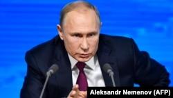 Ресей президенті Владимир Путин баспасөз жиынында сөйлеп отыр. Мәскеу, 20 желтоқсан 2018 жыл.