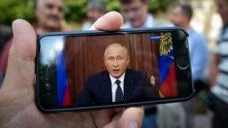 Владимир Путин выступает с телеобращением к народу о пенсионной реформе
