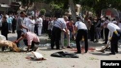 خبراء مصريون يفحصون آثار تفجير في محيط وزارة الخارجية بالقاهرة