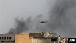 مقامات نظامی آمریکا در عراق خبر داده اند که شورشیان حمله های خود را به بیرون و حومه بغداد متمرکز کرده اند.
